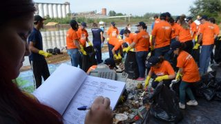 Voluntariado e cobrança por austeridade no Poder Público